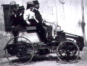 Eerste auto uit 1862. De verbrandingsmotor liep op het gas van steenkolen..!